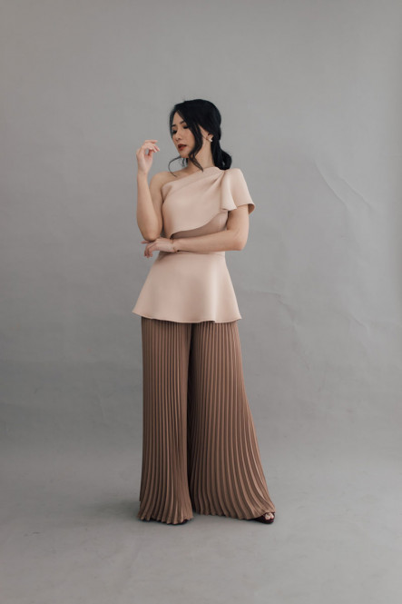 PRUDENT TOP IN FRENCH NUDE