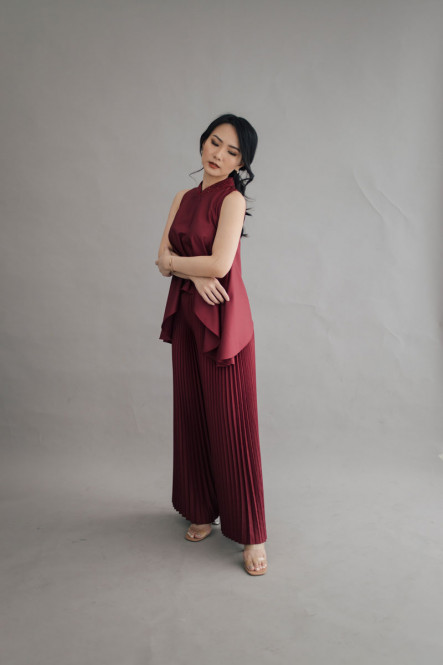 Paige Pleated Pants in Cherry